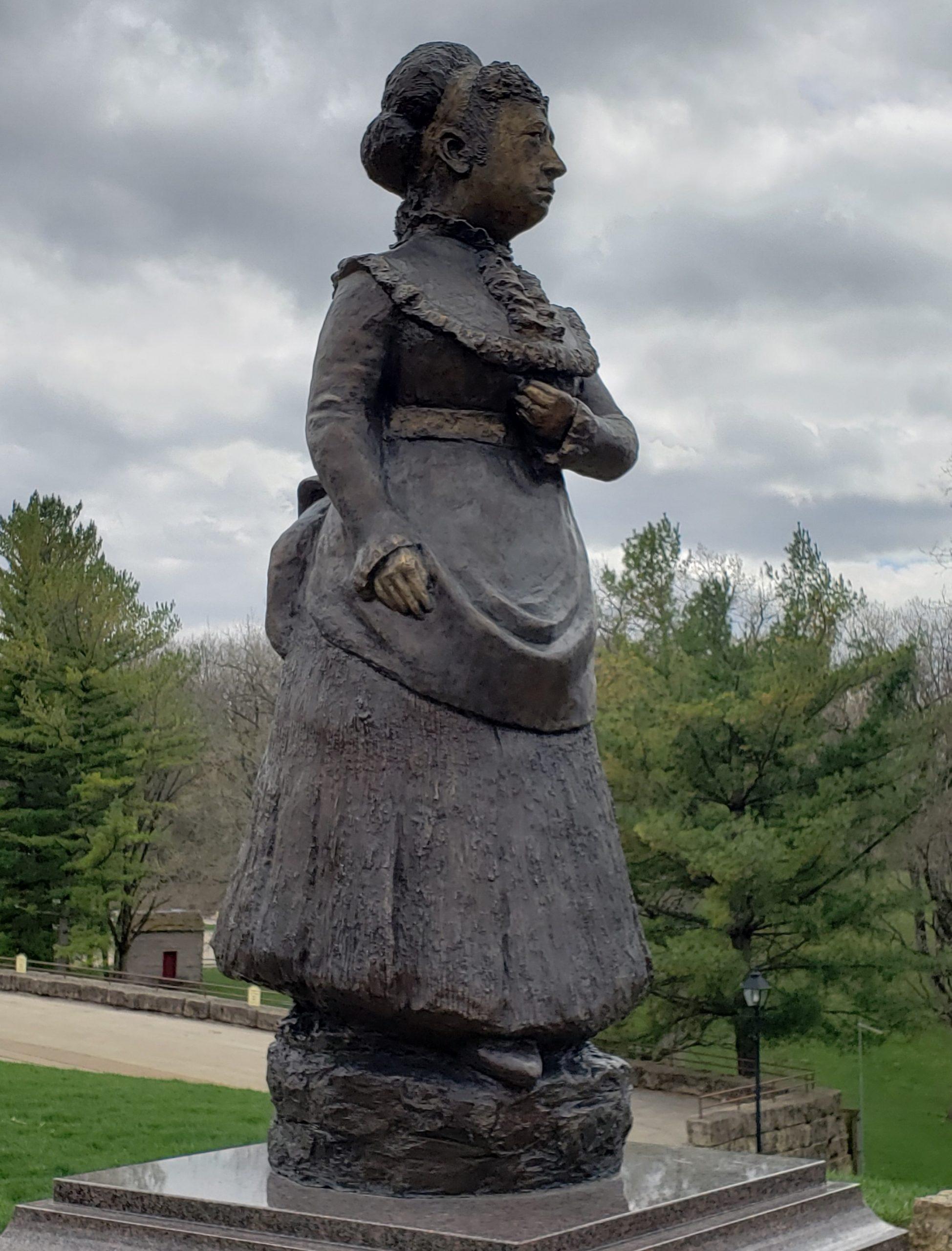mrs-butterworths-statue